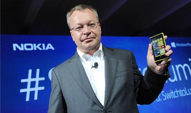 Stephen Elop p�i p�edstavení Lumie 920.
