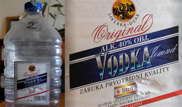 �estilitrový plastový barel, na jeho� etiket� je uvedeno Originál vodka �...
