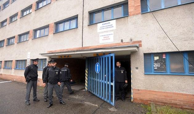 Policisté odhalili v gará�ích na zlínském sídli�ti Ji�ní Svahy nelegální
