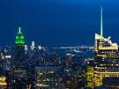 """No�ní pohled na New Yorkz terasy """"Top of The Rock"""" vRockefeller Center je..."""