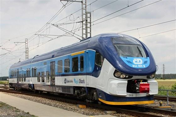 Žralok je prvním vlakem v moderní historii ČD, který má mezi dvěma vozidly společný jakobsův podvozek. Díky jeho použití je vlak nerozpojitelnou jednotkou.