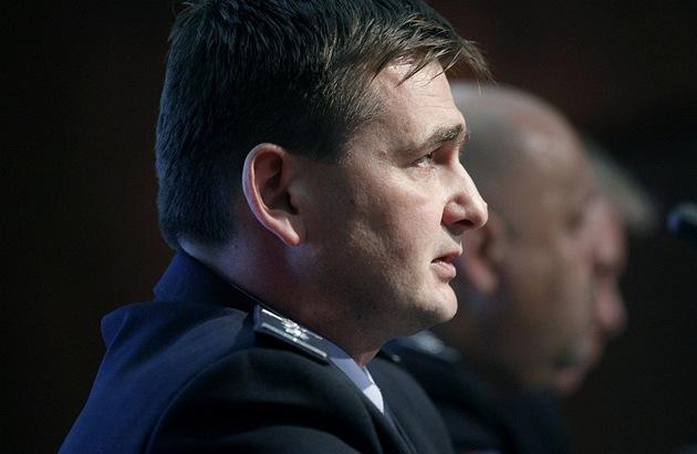 Nám�stek pro kriminální policii Martin �erví�ek na tiskové konferenci k vývoji
