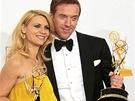 Emmy 2012 - Herci Claire Danesová a Damian Lewis s trofejemi za Vlast