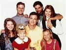 Seriál Plný dům: (dolní řada zleva) Candace Cameron-Bure (DJ), Mary-Kate Olsenová (Michelle), Bob Saget (Danny), Jodie Sweetinová (Stephanie), (horní řada zleva) Dave Coulier (Joey), John Stamos (Jesse) a Lori Loughlinová (Becky)