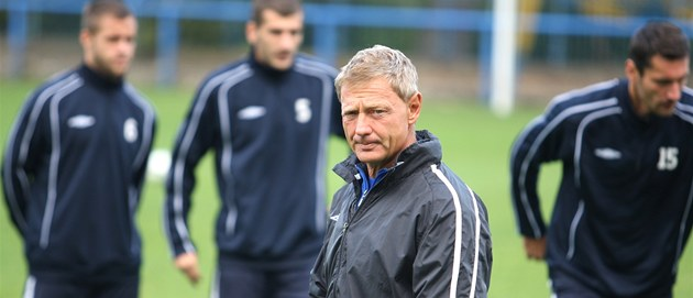 Zden�k ��asný u� vedl fotbalisty Teplic na úterním tréninku.
