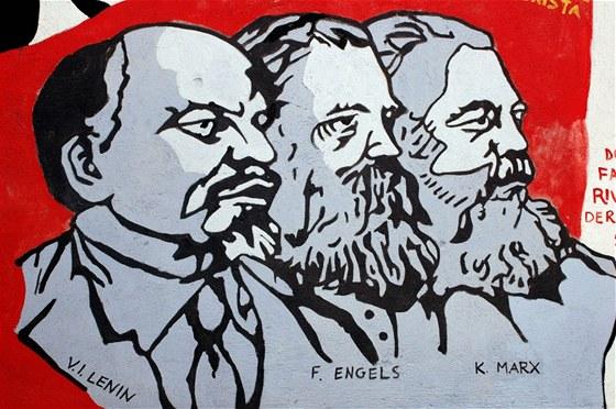 Hlavní představitelé marxismu-leninismu - V.I.Lenin, Friedrich Engels a Karl Marx na nástěnné malbě v Itálii.