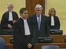 Radovan Karad�i� stanul p�ed soudem v Haagu.