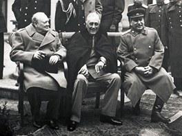 Konference v Jaltě. Zleva: Britský premiér Winston Churchill, americký prezident Franklin D. Roosevelt a sovětský vůdce Josif Stalin.