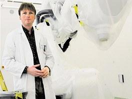 Ředitel ostravské fakultní nemocnice David Feltl před kybernetickým nožem.