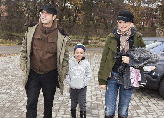 Ivana Jire�ov� s man�elem Viktorem Dykem a dcerou Sofi�