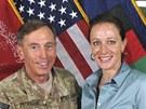 David Petraeus s Paulou Broadwellovou na sn�mku z �ervence 2011