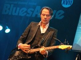 Hugo Race koncertoval v roce 2012 na festivalu Blues Alive
