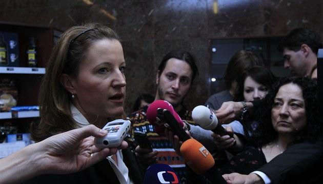 Vicepremiérka Karolína Peake po jednání vedení strany LIDEM oznamuje, �e její