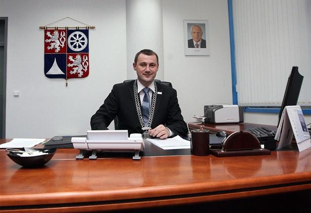 Martin Půta ve své hejtmanské kanceláři.