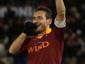 NESTÁRNOUCÍ KANONÝR. Francesco Totti, legenda AS Řím, pořád střílí góly - naposledy v Serii A proti Fiorentině.