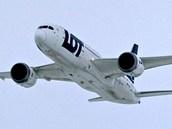 Na ruzyňském letišti poprvé přistál linkový letoun Boeing 787 Dreamliner polské společnosti LOT. (14. prosince 2012)