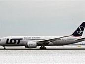 Na pražském Letišti Václava Havla poprvé přistál Boeing 787 Dreamliner.
