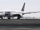 Na pražském Letišti Václava Havla 1poprvé přistál Boeing 787 Dreamliner.