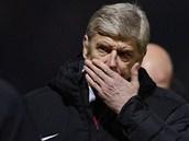 DALŠÍ TĚŽKÉ OBDOBÍ. Arsene Wenger přemýšlí, jak dostat svůj Arsenal zpátky na výsluní.