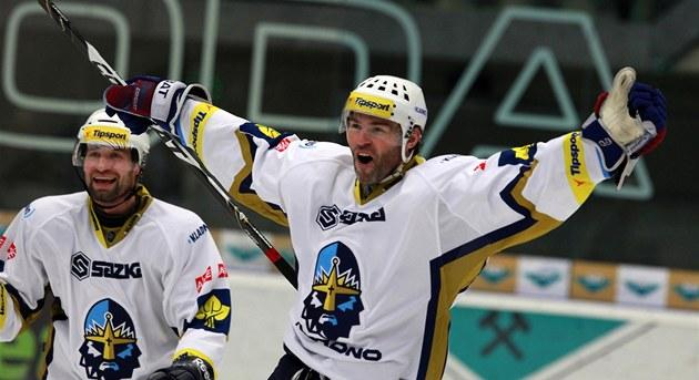 Jaromír Jágr se raduje z gólu v zápase s Chomutovem.