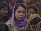 Indie truchlí za mladou studentku, která podlehla následkům hromadného znásilnění (3. ledna 2012)