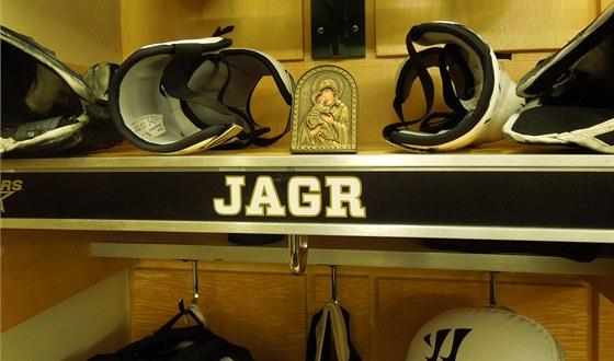 VÍRA V KABINĚ. Jaromír Jágr si nad své místo v kabině dal pravoslavnou ikonu.