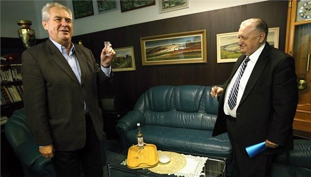 Miloše Zemana a Františka Čubu pojí vzájemné přátelství. Známý agronom se od