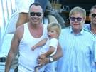 David Furnish, Elton John a jejich syn Zachary (2. srpna 2012)