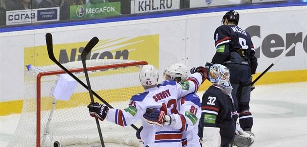 Tomá� Surový a Marcel Hossa z týmu Lev Praha se radují z gólu v brance Slovanu.