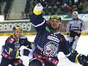 Liberecký Tomá� Bulík se raduje z gólu, kterým rozhodl duel s Pardubicemi.
