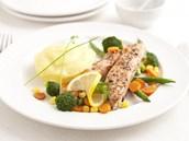 Losos na grilované zelenin� s bramborovou ka�í