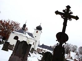 Kostel sv. Jiří a sv. Martina v Martínkovicích na Broumovsku.