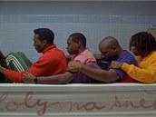 Klaus tr�nuje s jamajsk�mi bobisty na olympi�du.