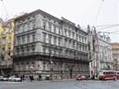Dům v Křižovnické - Tento dům v Křižovnické ulici by mohl posloužit jako odstrašující příklad pro ostatní majitele pražských památek.