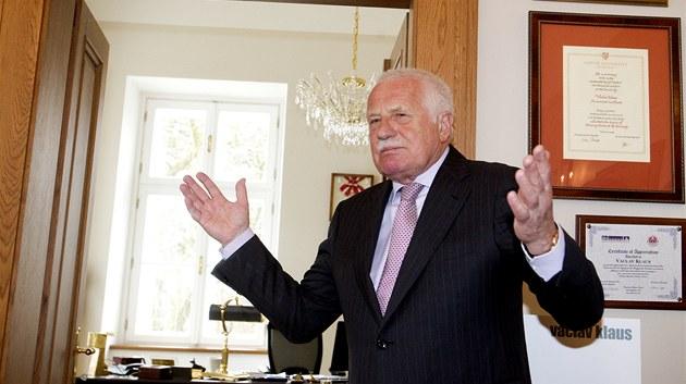 Václav Klaus v institutu, který nese jeho jméno.