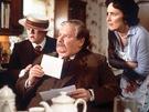 Rodina Dursleových, u kterých malý Harry Potter Vyrůstal. V podání Harryho Mellinga vlevo Potterův bratranec Dudley, uprostřed herec Richard Griffiths jako strýček Vernon a teta Petunie (Fiona Shaw) ve filmu Harry Potter a Kámen mudrců (2001).