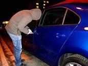 Zloději aut oprášili starý fígl, mějte se na pozoru.