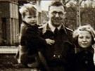 Nicholas Winton jako důstojník RAF po skončení druhé světové války