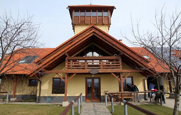 Stáje v areálu farmy Bolka Polívky má jiného majitele.