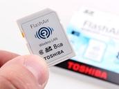 V SD kartě Flash Air je mimo 8Gb paměti i wi-fi přístupový bod a HTML server. A není to apríl.
