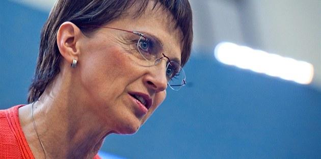 Alena Hanáková (TOP09) b�hem tiskové konference po jednání vlády, která