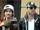 Bratři Džochar Carnajev (vlevo) a Tamerlan Carnajev byli identifikováni jako pravděpodobní pachatelé bombových útoků při maratonu v Bostonu. Při automobilové honičce policisté Tamerlana zastřelili. (19. dubna 2013)