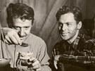 Haas a John Agar ve zlatokopeckém dramatu Návnada.