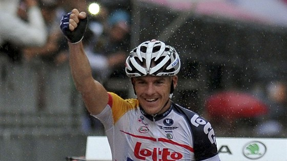 JE TO TAM. Australský cyklista Adam Hansen vyhrál ve svých 31 letech první etapu v Grand Tour, na Giru dojel první do cíle sedmého dne v Pescaře.