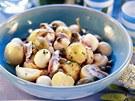 Salát z nových brambor a žampionů