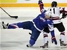 PÁD. Francouzský útočník Sacha Treille k výhře proti Lotyšsku nepomohl.