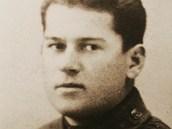 Imrich Gablech se narodil na Slovensku, u� p�ed v�lkou prod�lal pilotn� v�cvik. V �ervnu 1939 ulet�l s dal��mi piloty do Polska, za�il v�lku o tuto zemi. Po zajet� str�vil dva roky v sov�tsk�m gulagu.