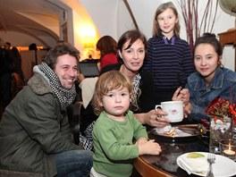 Jan Dolanský a Lenka Vlasáková s dětmi