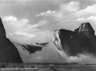 Protržená hráz přehrady Möhne.
