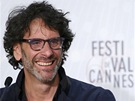 Režiséři Joel (vlevo) a Ethan Coenovi přivezli do Cannes film Inside Llewyn Davis.